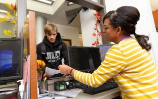advisor helping student
